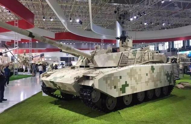 我国15式主战坦克内部:信息化程度极高,全球最先进驾驶舱