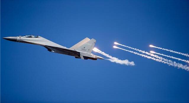 大批进驻高原的歼-16有多强?不愧是歼-20最佳搭档