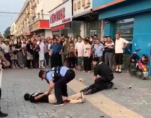 淮安重大暴力袭警案嫌疑人落网,警察开枪瞬间曝光!