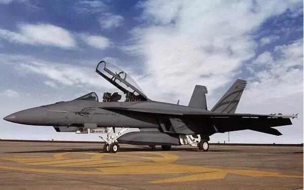 弹射型歼15舰载机量产,彻底摆脱俄制航发,更换国产发动机