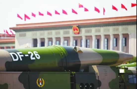 """解放军东风-26B亮剑后,美国""""超级航母""""要凉?"""