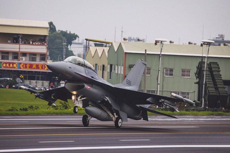 实力陡增!台军接装66架F-16V,歼-10C能打得过吗?