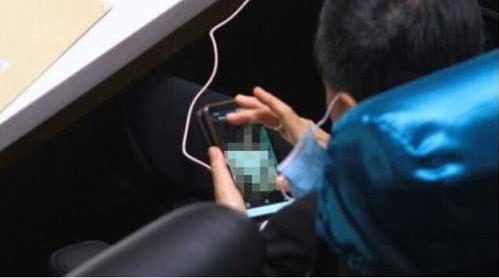 泰国议员开会时被曝看裸女照10分钟,泰下议院议长回应:系个人私事,不应处罚