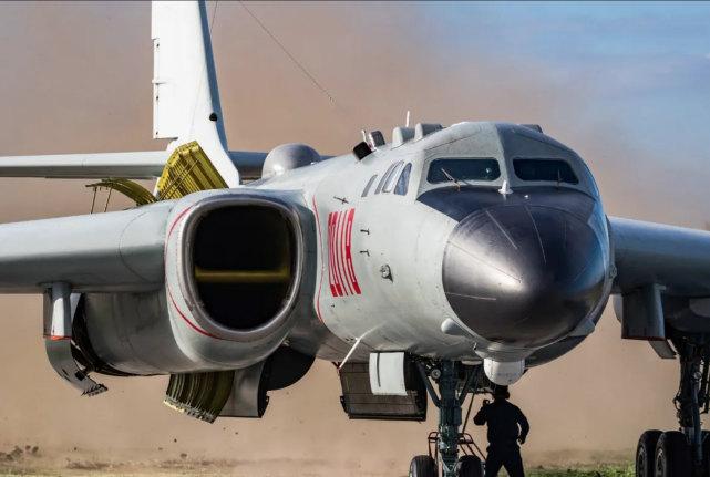 外媒:中国将轰-6部署在所谓拉达克地区附近,威胁印军基地