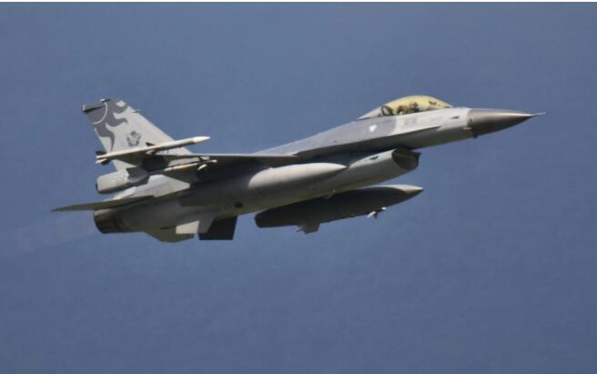 继18架后,又有19架解放军战机在台海附近演练