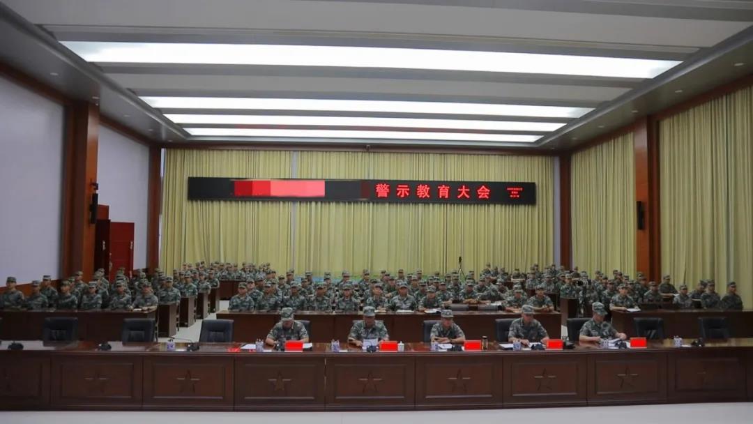 东部战区一战士被处分提前退役,原因是手机
