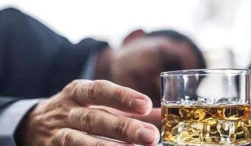"""男子醉酒吞下此物 差点变成""""断肠人"""""""
