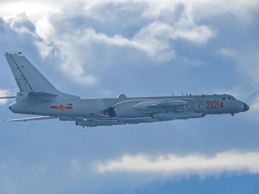 首见!解放军轰-6K携带4枚重型反舰导弹战巡台湾 背后信息令人振奋!