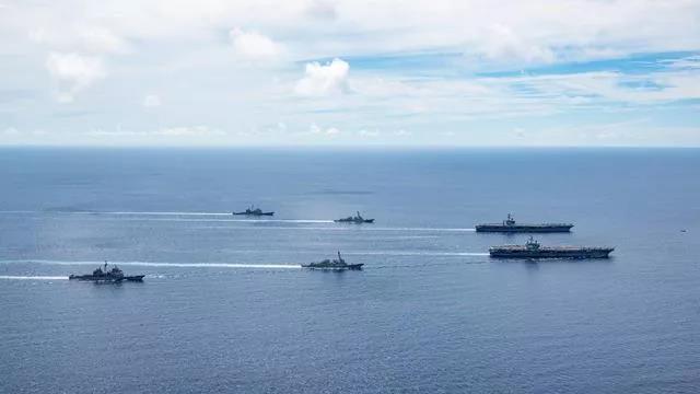 华春莹怼美发言人:美军机半年在南海活动约3000次,这才叫军事化