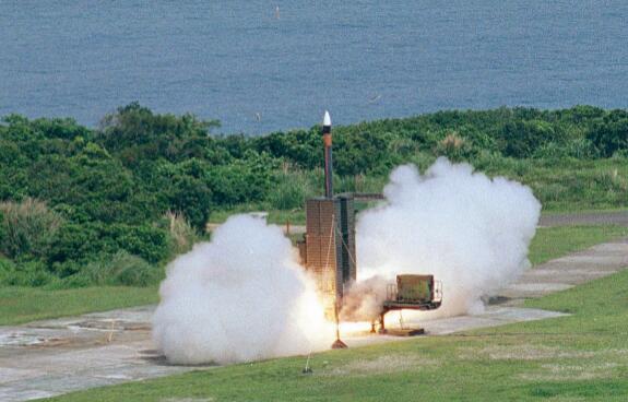 台当局公开导弹试射叫嚣大陆,解放军战机霸气反击