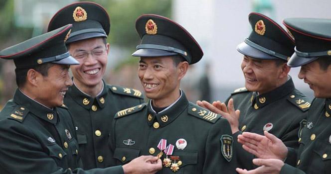 中国人为什么喜欢抢着去当兵?而泰国却撒泼打滚不想去?