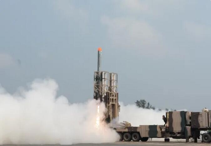 威慑中国?印军近期频频试射新型导弹