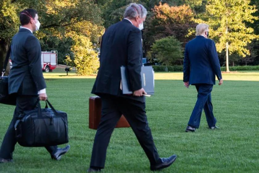 特朗普住院也要带上她,这个拎着黑色手提包的女人,太神秘了……