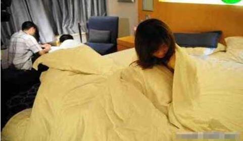 妻子偷情被丈夫手持长鞭捉奸在床后竟被判刑!