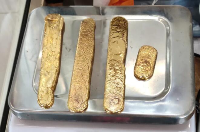 印度男子为避税 把两磅重的黄金塞腚里…