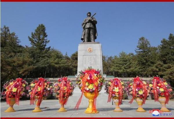 金正恩参谒中国人民志愿军烈士陵园 并向毛岸英之墓敬献花篮