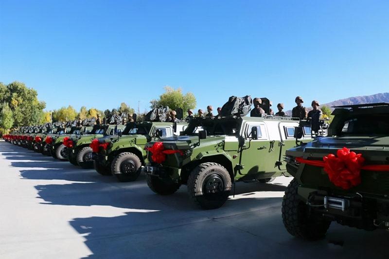 外媒:解放军驻藏部队又添一利器,装甲厚重火力强大