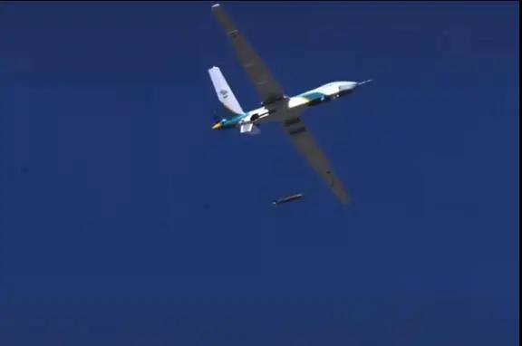 """我国新型无人机空投画面曝光,形似航空炸弹的""""物资舱""""引发关注"""