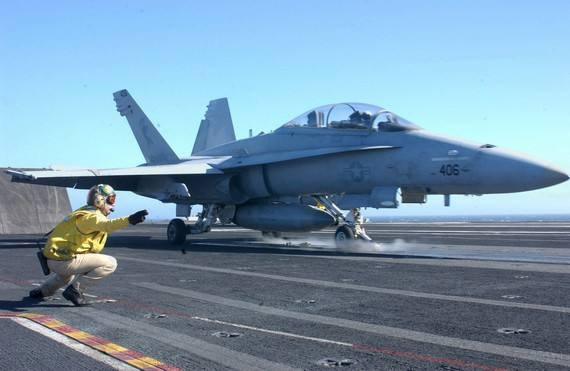 终于亮相!央视节目曝光弹射型歼15舰载机,中国海军再添新利器
