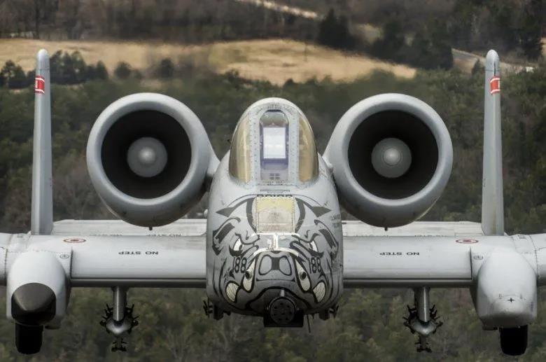 """美国""""没余粮""""了?美军宣布再次改进A-10C,被中国、俄罗斯逼的?"""