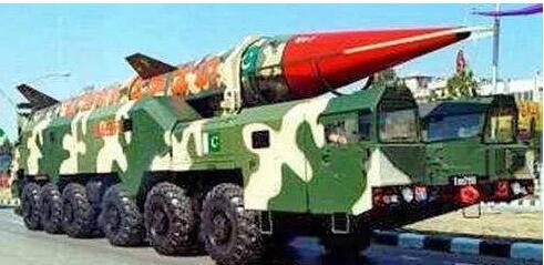 """南亚大陆一场""""军备竞赛"""" 巴铁或研制核武!专克印军这些装备"""