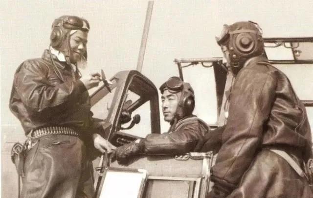 顶着狂轰滥炸,志愿军空军一个月建五个师,却有两个师一仗没打?