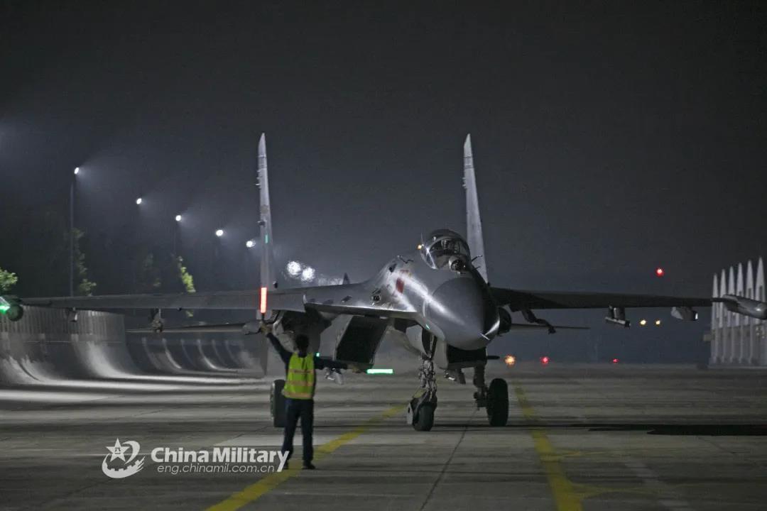"""公开!中国空军联合头盔显示器曝光,""""用眼神杀人""""的时代到来?"""