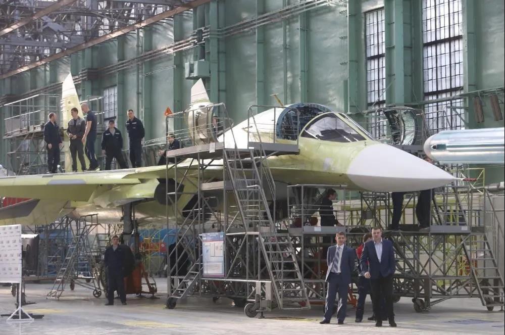 中国版苏-34曝光?中国需要这样的前线战术轰炸机吗?