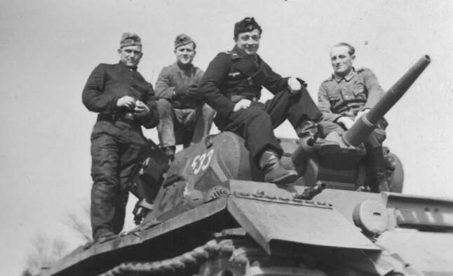 二战德国党卫军为何激怒国防军?就是精英部队的这些待遇