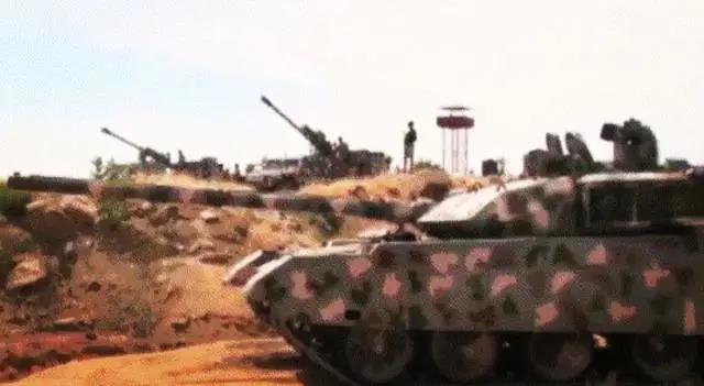 中国造坦克、大炮齐上阵!VT4将迎来首次实战,涂装很特别