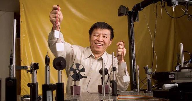 """""""挺起脊梁 保护陈博士!""""华裔知名教授在美被捕 学术圈开启反攻"""
