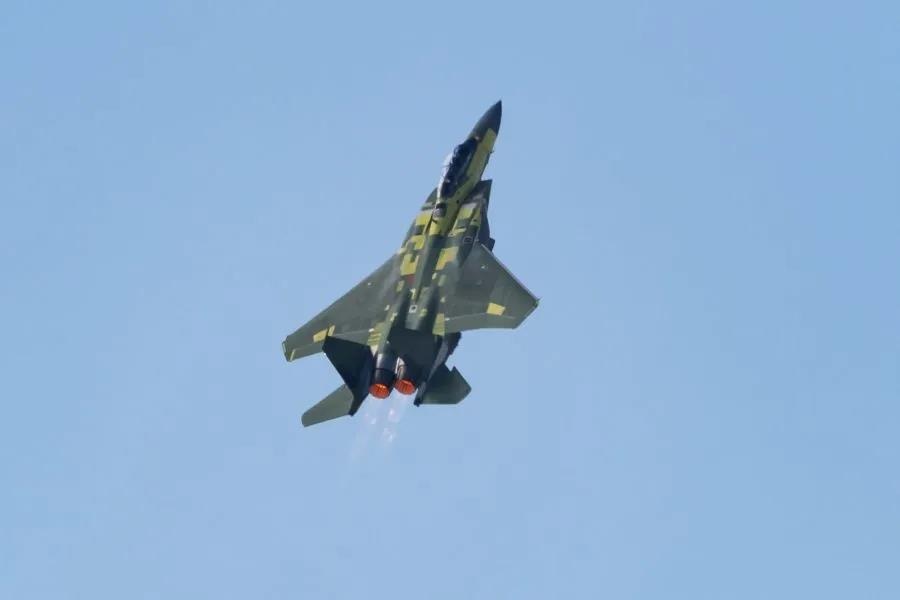 F15EX首飞,超越歼16荣膺三代半之王,装备超过100架