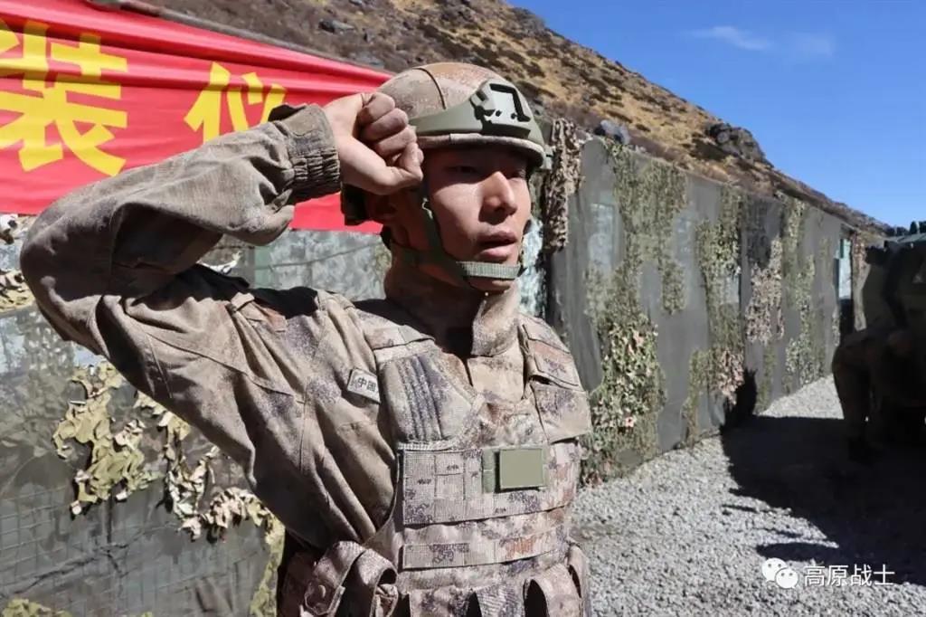 新兵配新装!西藏军区新兵入营授装,星空迷彩、新装具帅气抢眼