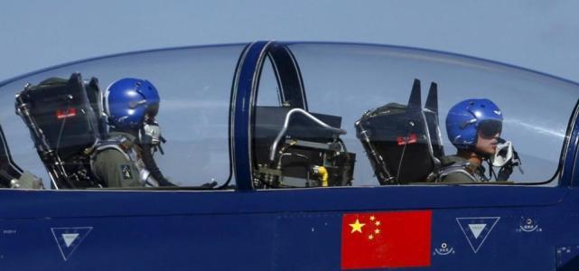"""美媒:为抗衡美军精锐,中国空军对飞行员训练越来越""""狠"""""""