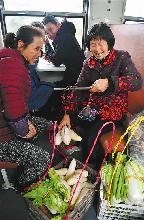 高铁遍地的中国,留着绿皮小火车,不嫌丢人吗?