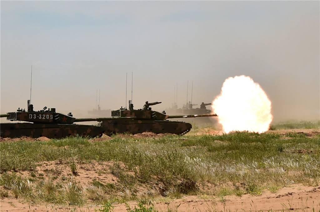 首次曝光!99A坦克行进间发射炮射导弹 5公里外摧毁目标