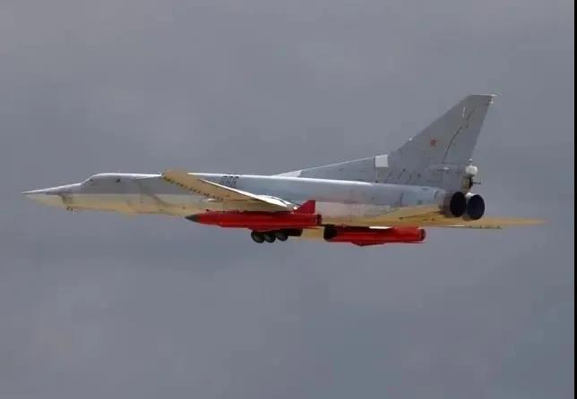 专杀美国航母!俄罗斯试射X-32巨型反舰导弹 中国也有同类武器!
