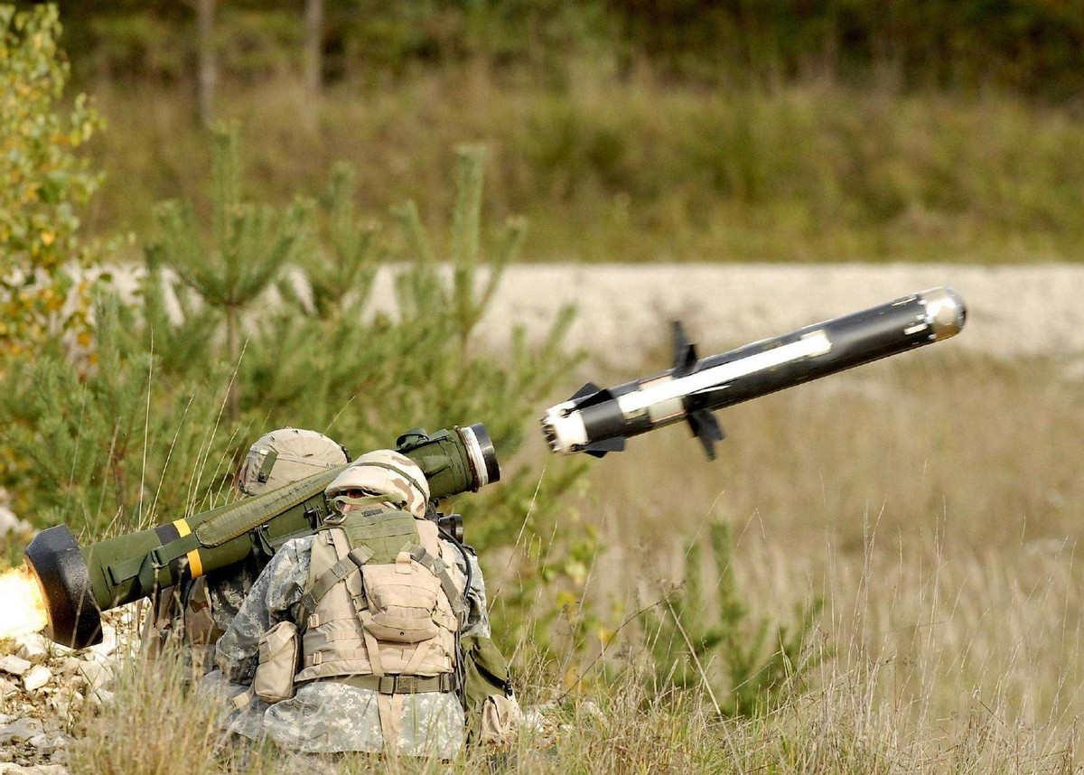 单兵即可操作 解放军新型反坦克导弹亮相 一发就能击毁坦克