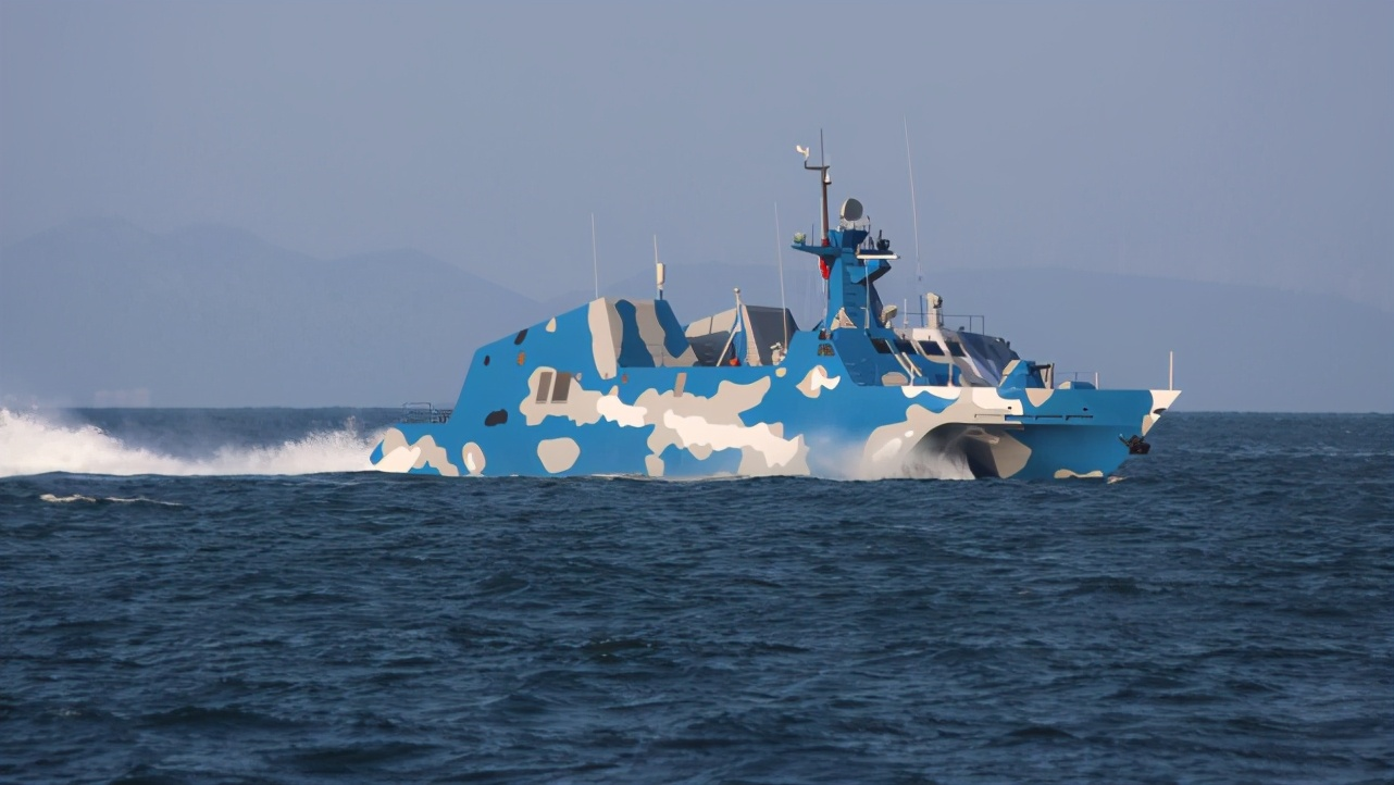 外媒:解放军022导弹艇在仁爱礁附近驱赶菲律宾船只 分析家认为意义重大