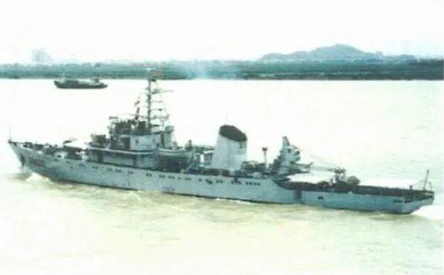 """没有一枚导弹 这艘排水量仅1200吨的中国军舰 当年敢""""怼脸拍照""""美国航母插图1"""