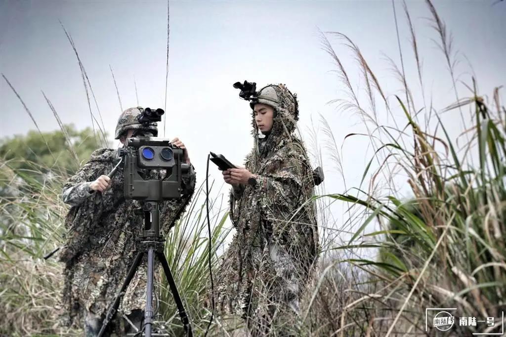 """高大上的夜视装备""""白菜化""""?解放军又有部队换装新型夜视仪插图1"""