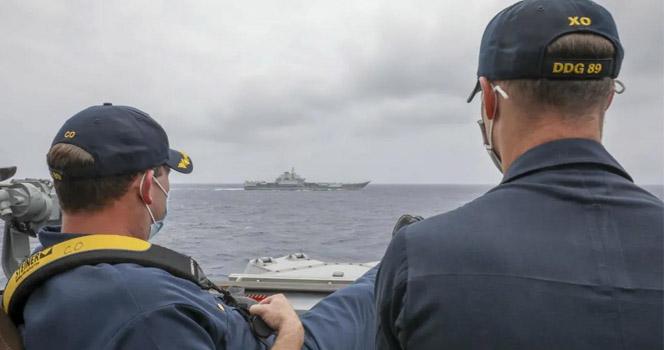 中国航母与美舰碰面,菲律宾越南一起配合美国!