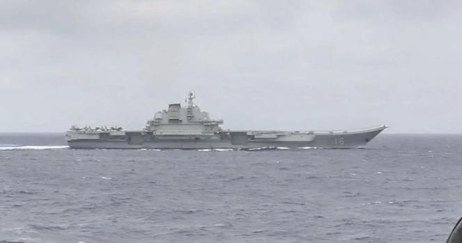"""美国驱逐舰超近距离跟踪监视""""辽宁""""号 这些细节值得解读!"""