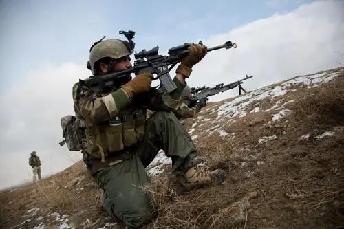 作战计划被间谍泄露,数十挺机枪猛烈开火,阿富汗特种兵尸体躺满山谷