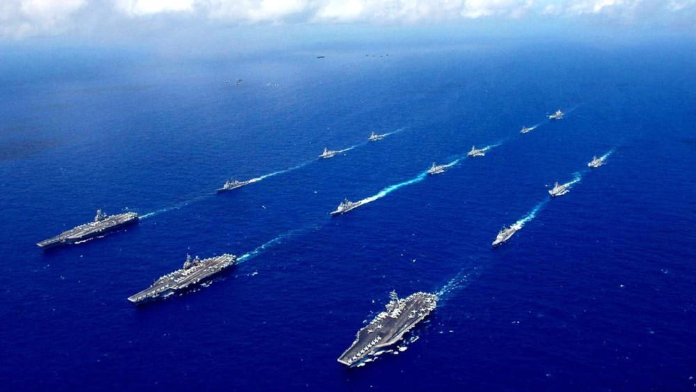 """美国航母遇到""""劲敌"""",146架战机沉入大海,800名士兵满天飞"""