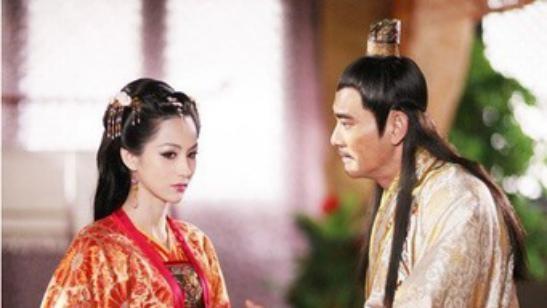 荒唐的皇帝,为宠妃欢心,甘愿被奴役还做出许多自降身价之事
