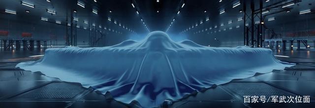 轰20要来了?空军宣传片曝光神秘战机,外形酷似美国B2