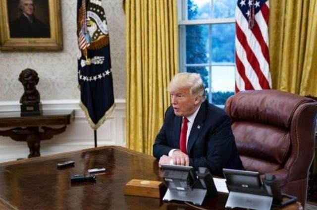消息人士透露白宫现状,川普呆坐办公室神情落寞,伊万卡苦劝无果