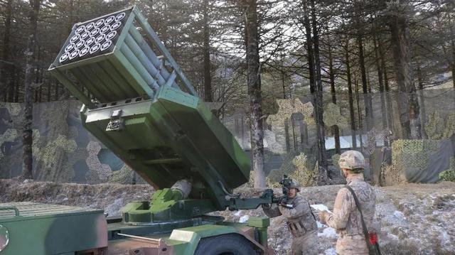 好消息接二连三!西藏军区曝光新轮式火箭炮,对面印军有何感想