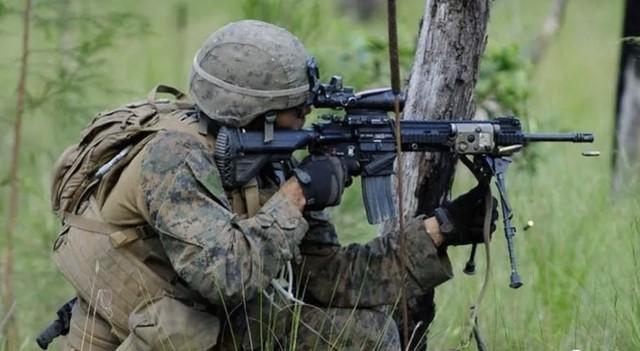 中美同时推出下一代班用机枪,弹链弹匣互换!网友:到底谁抄谁?